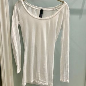 Long sleeve fitted white tee
